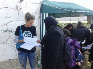 OKF Greece distributing phrasebooks in Idomeni, Greece