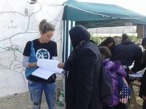 OKF Greece distributing phrasebooks in Idomeni, Greece